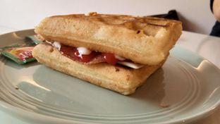 Foto 1 - Makanan(Ham & Cheese Waffle) di Sugar Bloom oleh Komentator Isenk