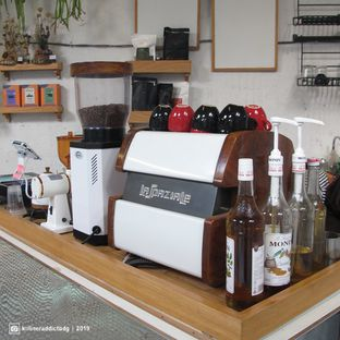 Foto 8 - Interior di Monday Coffee oleh Kuliner Addict Bandung