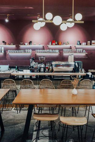Foto 11 - Interior di 11:11 Coffee oleh Indra Mulia
