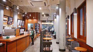 Foto 2 - Interior di Starbucks Coffee oleh @kulineran_aja