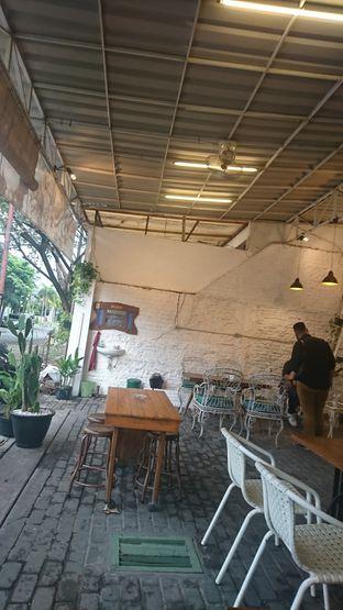 Foto 2 - Interior di Dolan Kopi oleh Putra  Kuliner