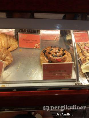 Foto 5 - Makanan di Holland Bakery oleh UrsAndNic