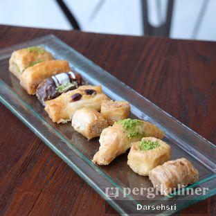 Foto 2 - Makanan di Mardin Baklava Patisserie oleh Darsehsri Handayani