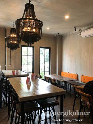 Foto 6 - Interior di Burns Cafe oleh Cubi