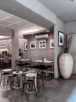 Foto 7 - Interior di YOMS Pisang Madu & Gorengan oleh houseofoodies