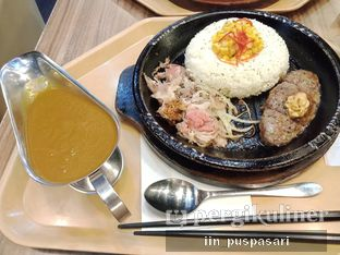 Foto 1 - Makanan(Beef & Hamburg Curry Rice) di Pepper Lunch oleh Iin Puspasari