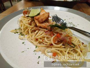 Foto 1 - Makanan(Dabu-dabu Salmon Aglio Olio) di Tutup Panci Bistro oleh Agnes Octaviani