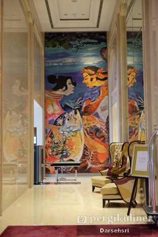 Foto 7 - Interior di The Writers Bar - Raffles Jakarta Hotel oleh Darsehsri Handayani