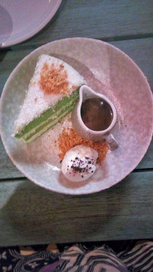 Foto 1 - Makanan(Klepon Cake (IDR 70k) ) di The Garden oleh Renodaneswara @caesarinodswr