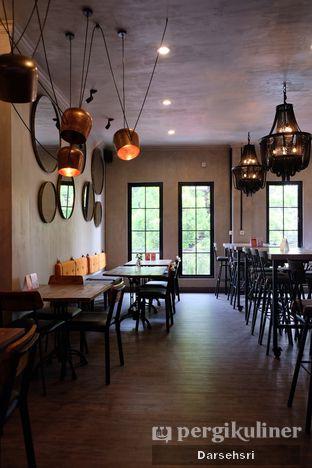 Foto 9 - Interior di Burns Cafe oleh Darsehsri Handayani