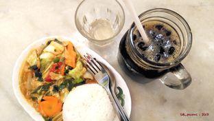 Foto 1 - Makanan(Nasi Cap Cay  dan Kopi O Cold) di QQ Kopitiam oleh 08_points