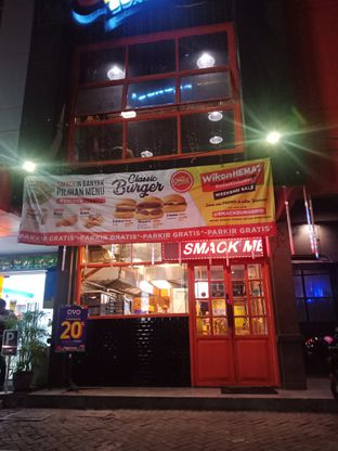 Foto 4 - Eksterior di Smack Burger oleh Fensi Safan