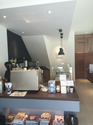 Foto 4 - Interior di Kickass Coffee Works & Hubble Scoop Creamery oleh Theodora