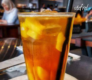 Foto 4 - Makanan(Ice Peach Tea) di BEAU Bakery oleh Stanzazone