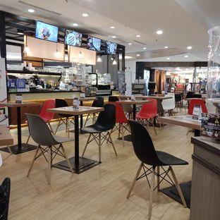 Foto 6 - Interior di Chocola Cafe oleh Fensi Safan