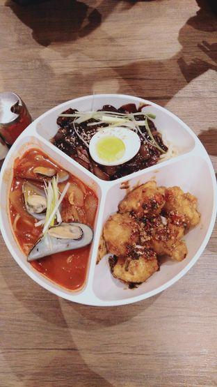 Foto 2 - Makanan(Jjamjjatan ) di Taeyang Sung oleh wie green