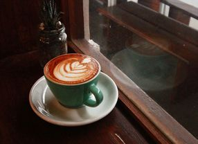 10 Cafe Hits di Surabaya Paling Nyaman dan Bikin Betah