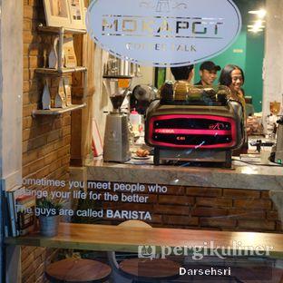 Foto 6 - Interior di Mokapot Coffee Talk oleh Darsehsri Handayani