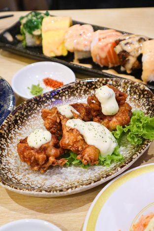 Foto 2 - Makanan di Kappa Sushi oleh thehandsofcuisine