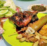 Foto Ayam Bakar dan Jengkol Goreng di Ayam Goreng & Ayam Bakar Sie Jeletot