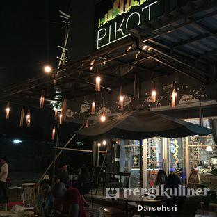 Foto 11 - Eksterior di Pikot Coffee & Resto oleh Darsehsri Handayani
