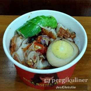 Foto 2 - Makanan(Rice Bowl Babi Panggang Sambal Matah) di Yung Yung 99 oleh JC Wen