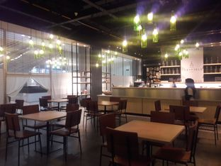 Foto 3 - Interior di Cozyfield Cafe oleh Nisanis