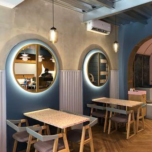 Foto 6 - Interior di Mae Coffee & Eatery oleh Della Ayu