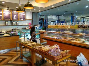 Foto 2 - Interior di Jesslyn Bread & Cake oleh doyan kopi