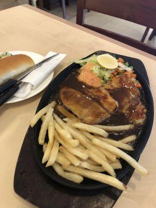 Foto 3 - Makanan di Bon Ami Restaurant & Bakery oleh Nanakoot