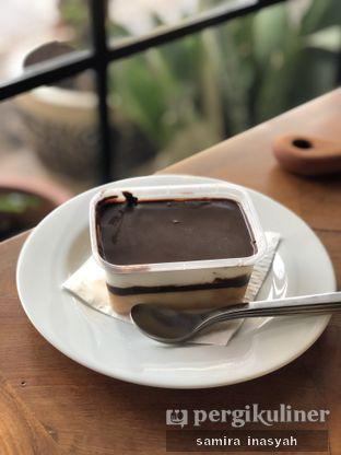 Foto 6 - Makanan(Dessert box choco crunchy) di Kolonial Bistro & Roastery oleh Samira Inasyah