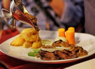 5 Tempat Makan di Braga yang Tak Boleh Terlewatkan