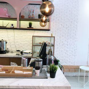 Foto 4 - Interior di Lala Coffee & Donuts oleh Della Ayu