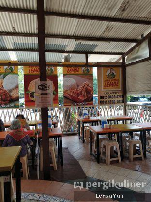 Foto 5 - Interior di Ayam Goreng Lemoe oleh Yuli  Setyawan