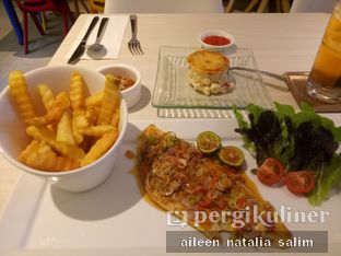Foto 3 - Makanan(Dory Grill with Sambal Matah) di Fish & Chips House oleh @NonikJajan
