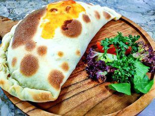 Foto 1 - Makanan(pizza calzone) di Fashion E Pasta oleh Putroz Saputra