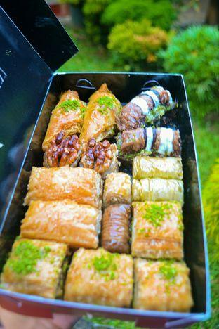 Foto 2 - Makanan di Mardin Baklava Patisserie oleh IG: biteorbye (Nisa & Nadya)
