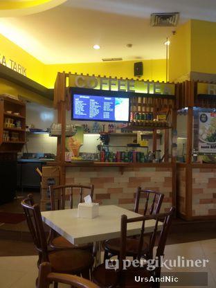 Foto 9 - Interior di Ah Mei Cafe oleh UrsAndNic