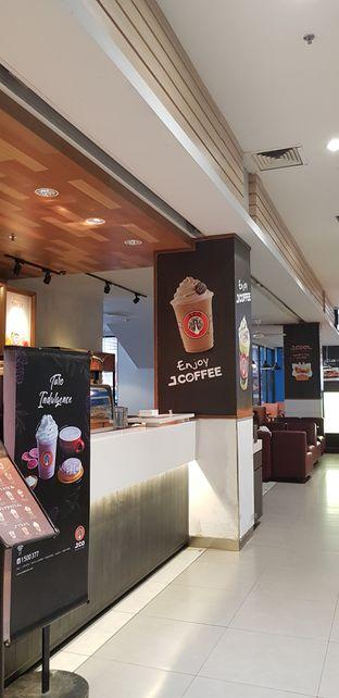 Foto 2 - Interior di J.CO Donuts & Coffee oleh Meri @kamuskenyang