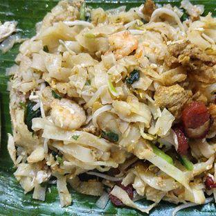 Foto 2 - Makanan(Kwetiau goreng isi) di Bakmi & Kwetiau Aling Pekcah 83 oleh om doyanjajan