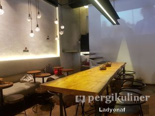 Foto 6 - Interior di Bermvda Coffee oleh Ladyonaf @placetogoandeat