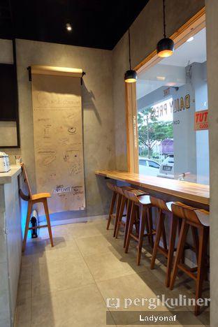 Foto 7 - Interior di Daily Press Coffee oleh Ladyonaf @placetogoandeat