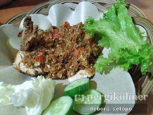 Foto 2 - Makanan di Ayam Gepuk Pak Gembus oleh Debora Setopo