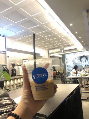 Foto - Makanan(kopi susu ena) di YOMS Pisang Madu & Gorengan oleh Martina Li