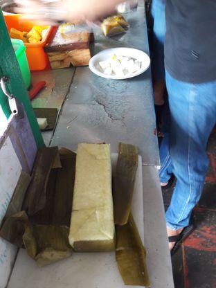 Foto 2 - Interior di Kupat Tahu & Lontong Kari Cicendo oleh Ineke Fatmawati