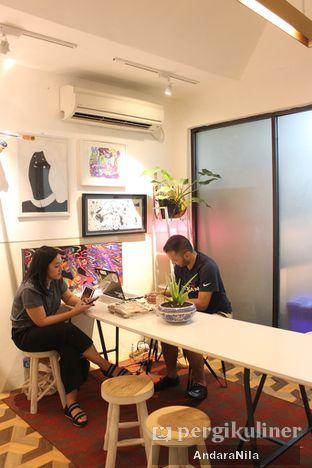 Foto 12 - Interior di 7 Speed Coffee oleh AndaraNila
