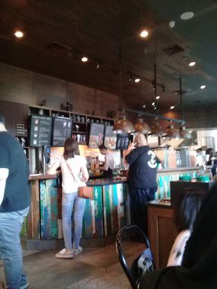 Foto 3 - Interior di Starbucks Coffee oleh lisa hwan