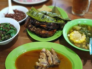 Foto 1 - Makanan di Warung Nasi Ibu Imas oleh Daniel Hendry