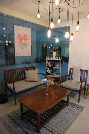 Foto 4 - Interior di Homepage Coffee Brewers oleh Laura Fransiska