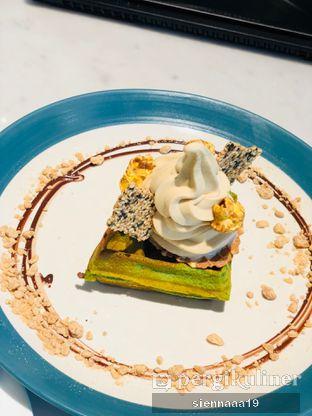 Foto 2 - Makanan(pandan waffle with java tea soft serve) di Hello Sunday oleh Sienna Paramitha